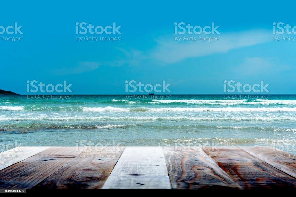 Terraza De Madera Con La Vista De La Playa En Verano Tarima