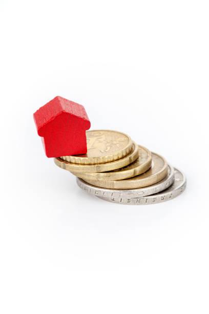 Holzspielzeug Haus auf Euro-Münzen – Foto