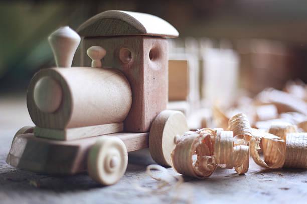 wooden spielzeug  - holzspielwaren stock-fotos und bilder