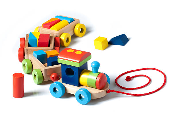 holz spielzeug-zug auf weiß - holzspielwaren stock-fotos und bilder