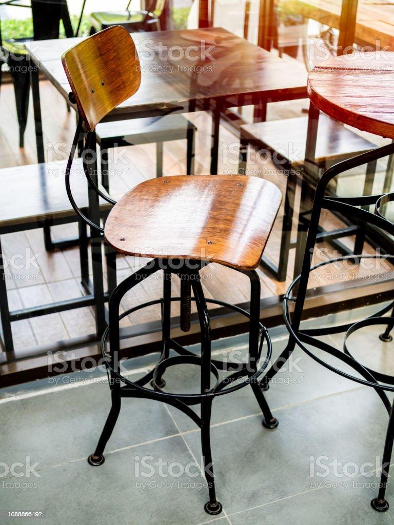 Aus Holz Vintage Barhocker Mit Schwarzen Beinen Aus Stahl Im Cafe Stockfoto Und Mehr Bilder Von Alt Istock