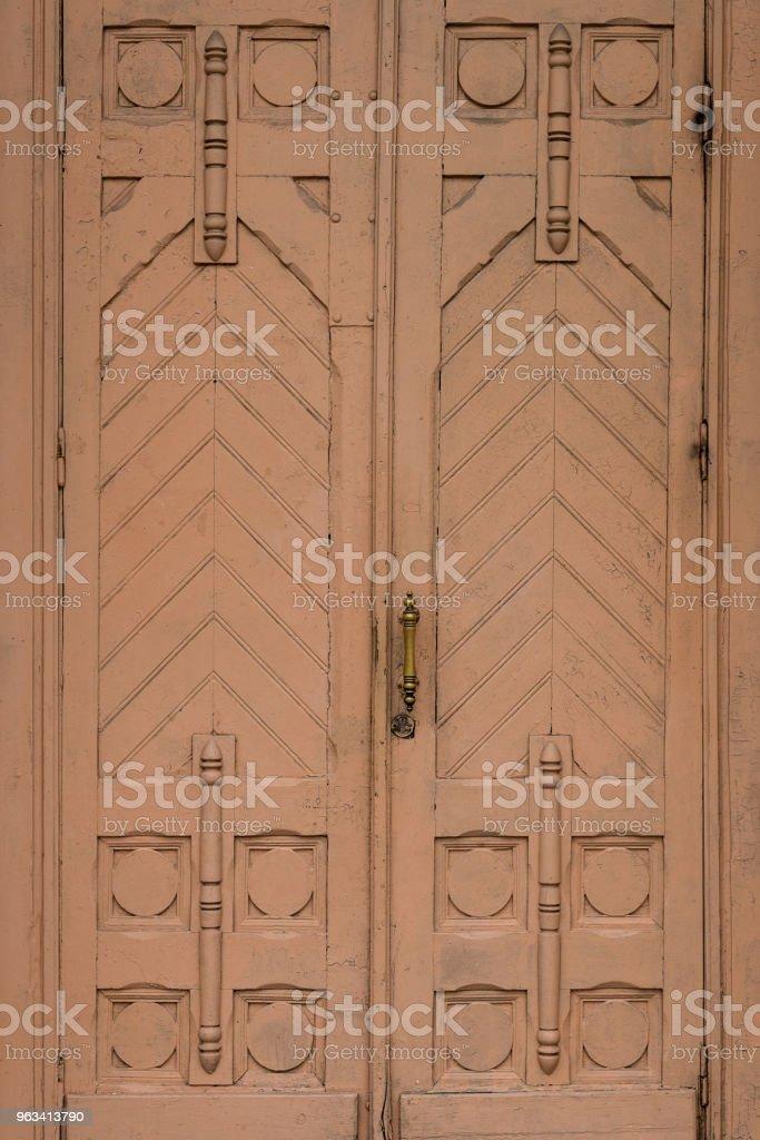 Drewniane zabytkowe drzwi tekstury tła - Zbiór zdjęć royalty-free (Bez ludzi)