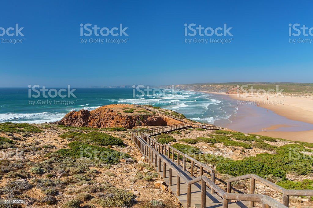 Wooden walkway to the beach Praia da Amoreira, District Aljezur. - foto de acervo
