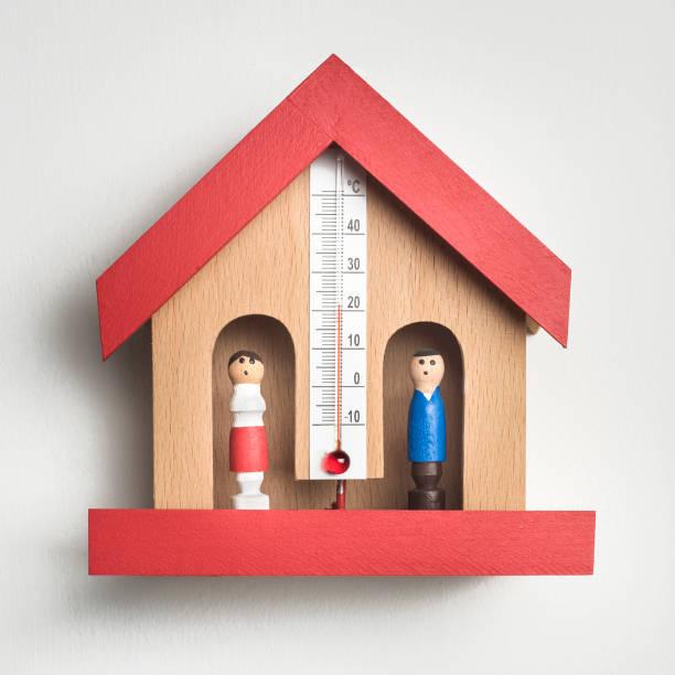 trä väder hus barometer - barometer bildbanksfoton och bilder