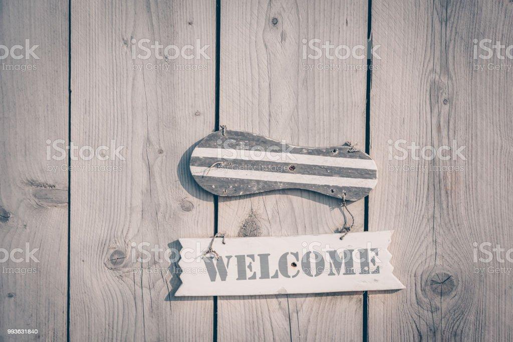 Sinal de boas-vindas de madeira em estilo rústico - foto de acervo