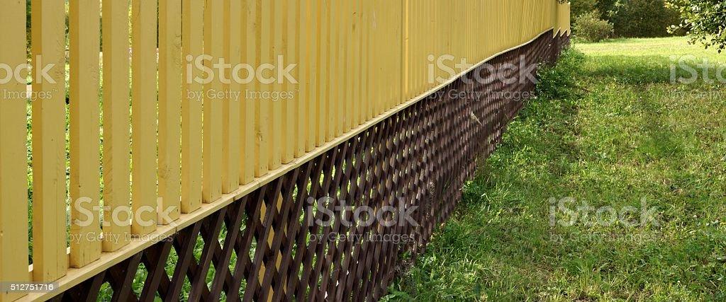 Amarillo, marrón, enrejado de madera en perspectiva - foto de stock