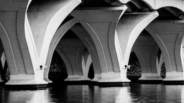 woodrow wilson bridge - boog architectonisch element stockfoto's en -beelden