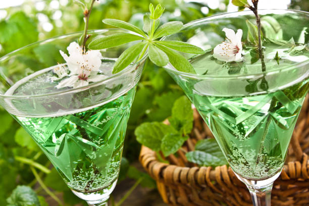 Woodruff May Wine Punch mit frischen Kräutern – Foto