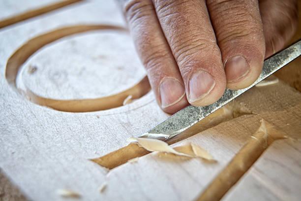 papiers artisan - objet gravé photos et images de collection
