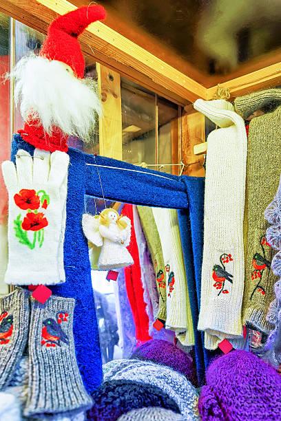 woolen gloves and festive statues at the riga christmas market - engelsflügel kaufen stock-fotos und bilder