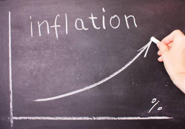 wort und graph der steigenden inflation geschrieben - inflation stock-fotos und bilder