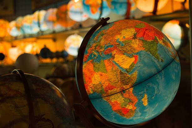 palavra de bola - mapa mundi imagens e fotografias de stock