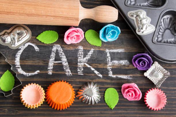 wor-kuchen in kreide geschrieben - küche deko blog stock-fotos und bilder