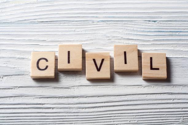 palabra civil en cubos de madera en el fondo de madera. - civil rights fotografías e imágenes de stock
