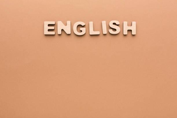 englische wort auf beige hintergrund - kreuzworträtsel lexikon stock-fotos und bilder