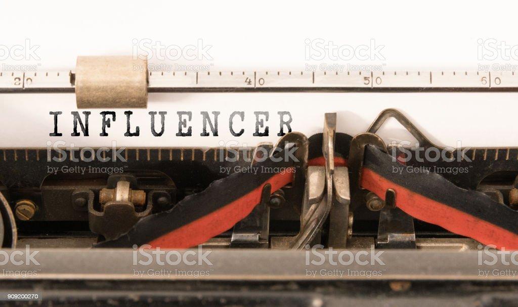 INFLUENCER auf Vintage manuelle Schreibmaschine geschrieben Wort – Foto
