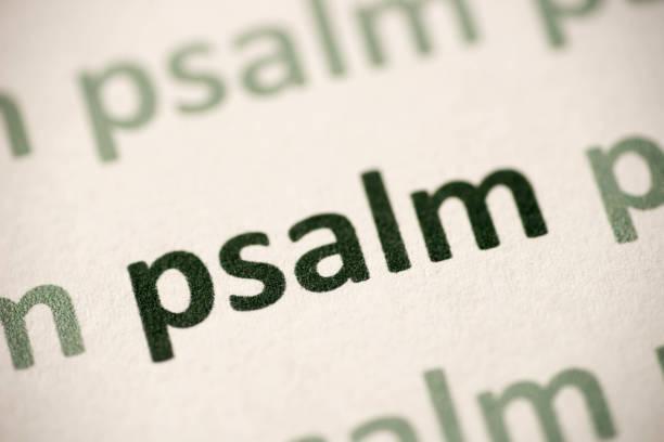 wort psalm gedruckt auf papier makro - psalm stock-fotos und bilder
