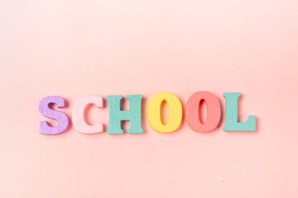 wort-schule gemacht von kindern briefe - rosa zitate stock-fotos und bilder