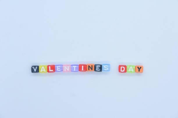 單詞情人節由字母立方體組成 - gif 個照片及圖片檔