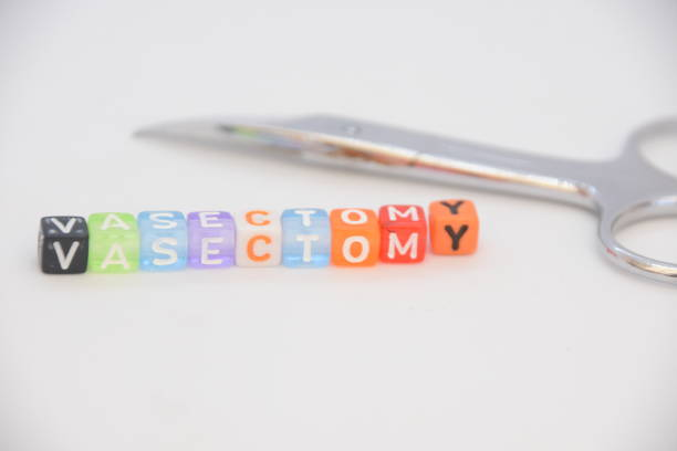 vasectomia palavra feita de cubos de carta - vasectomia - fotografias e filmes do acervo