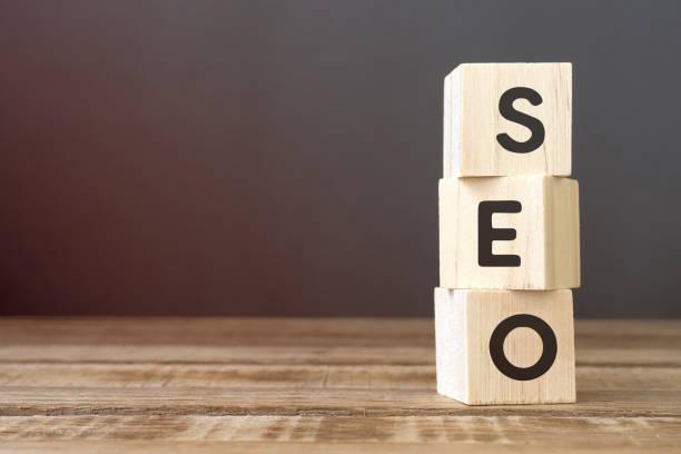 seo-wörter auf holzblock - suchmaschine stock-fotos und bilder