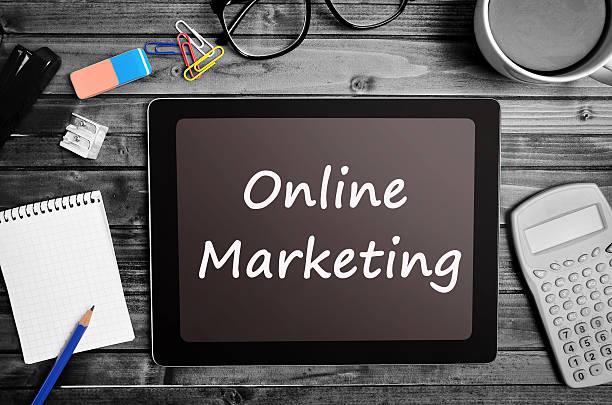 online vermarktung wörter auf tablet-pc - www kaffee oder tee stock-fotos und bilder