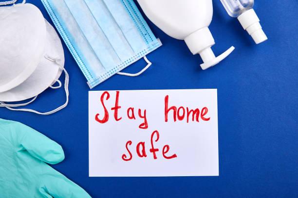 Worte bleiben zu Hause, Social-Distancing-Formulierung. Epidemie, soziale Isolation, Coronavirus – Foto