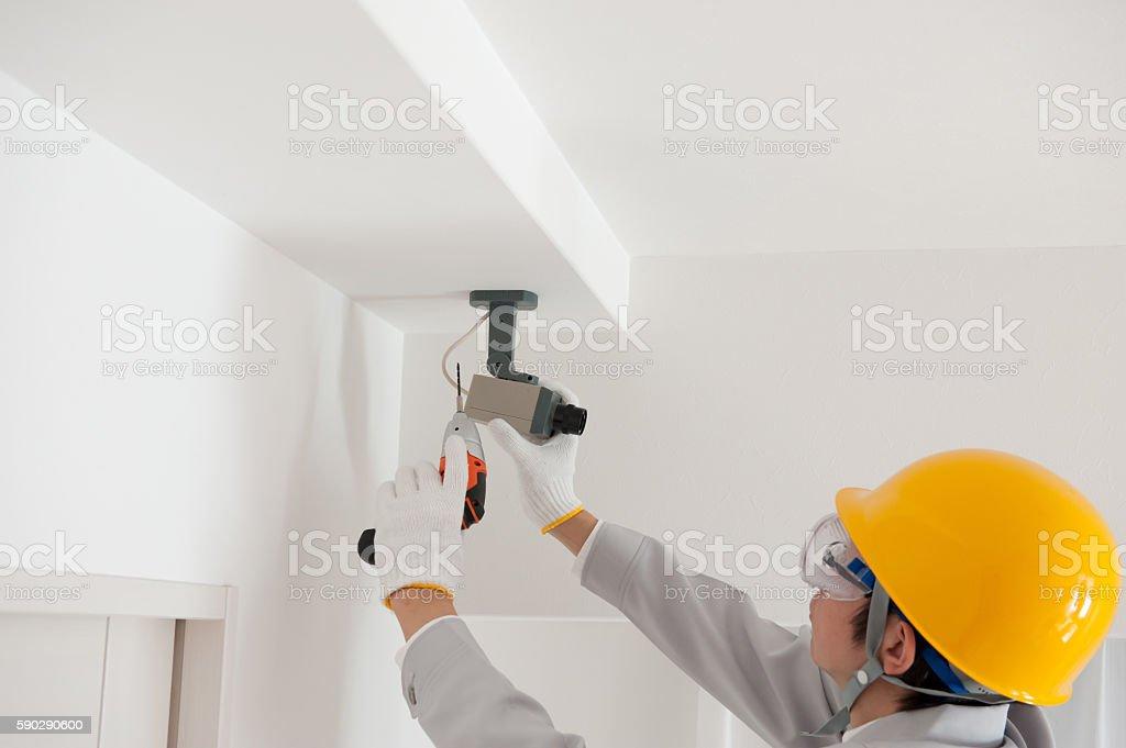 Work clothes men to check the security cameras royaltyfri bildbanksbilder