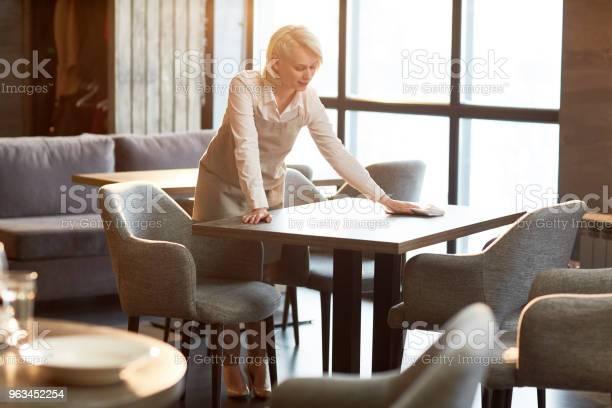 Work of waitress picture id963452254?b=1&k=6&m=963452254&s=612x612&h=wzpjr0q3wrttj7daf9hiriqgdcfc5f m0jvoxnfmca4=