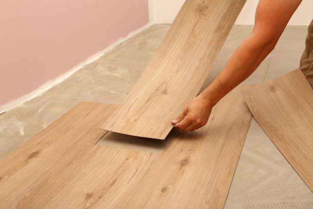 鋪設地板的工作 - 大廈樓層 個照片及圖片檔
