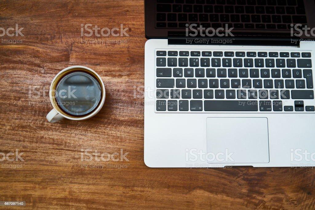Arbeiten auf dem Tisch Lizenzfreies stock-foto
