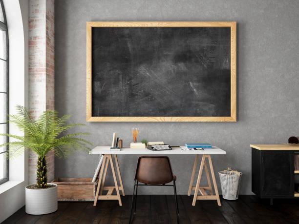 arbeitsbereich mit blackboard - kreide farbe schreibtisch stock-fotos und bilder