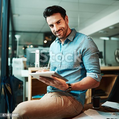 874813790 istock photo Work tasks are easier to complete with touchscreen technology 874813932