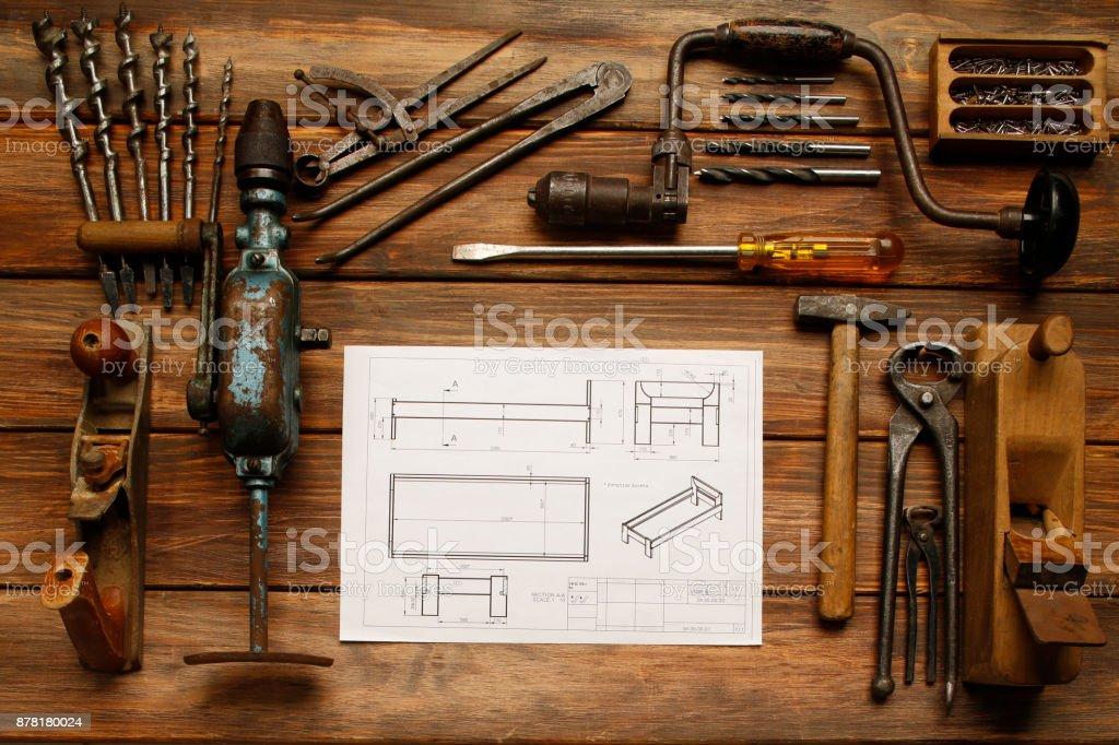Ferramentas de carpinteiro ferramenta DIY Vintage de trabalhar na mesa de madeira rústica, a ferramenta ' mão ' - foto de acervo