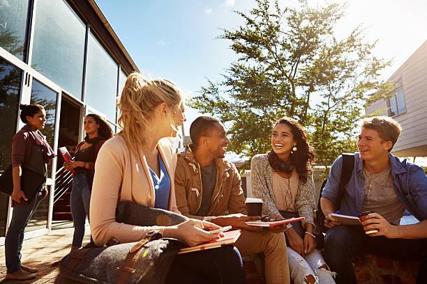 trabajar con la gente que motivar e inspirar a usted - estudiante de universidad fotografías e imágenes de stock