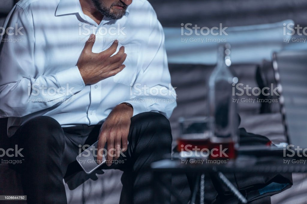 Workaholic with heart attack - fotografia de stock