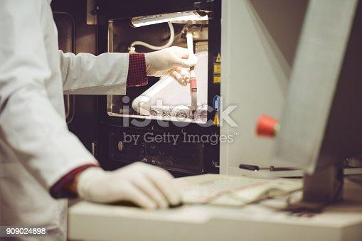 istock Worker brushing powder off 3D powder printer 909024898