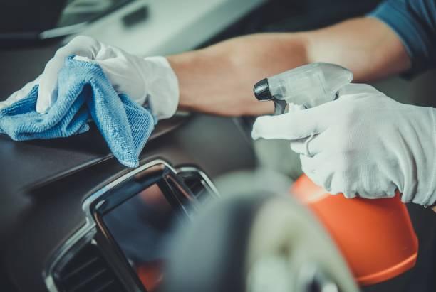 worker cleaning car dashboard - cleaning zdjęcia i obrazy z banku zdjęć