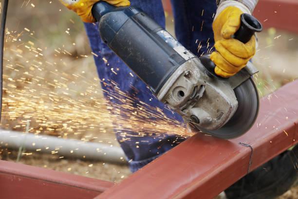 Arbeiter Schleifen Metall Nahaufnahme Schuss – Foto