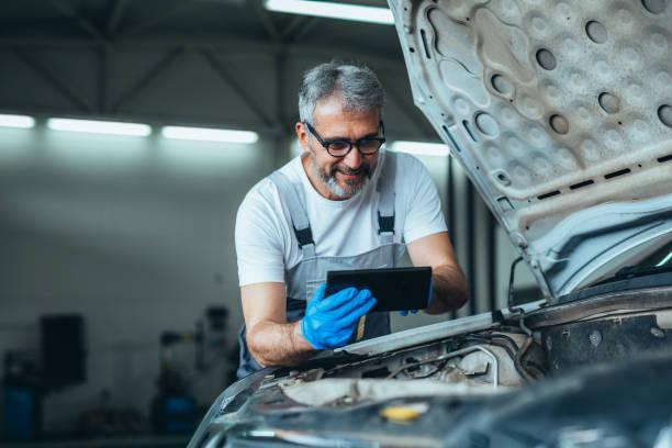 travailleur dans le service de voiture - Photo