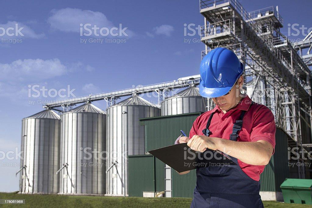 Travailleur au silo société - Photo