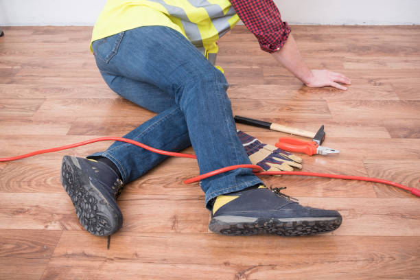 arbeiter verletzt nach auslösung - kabelschuhe stock-fotos und bilder