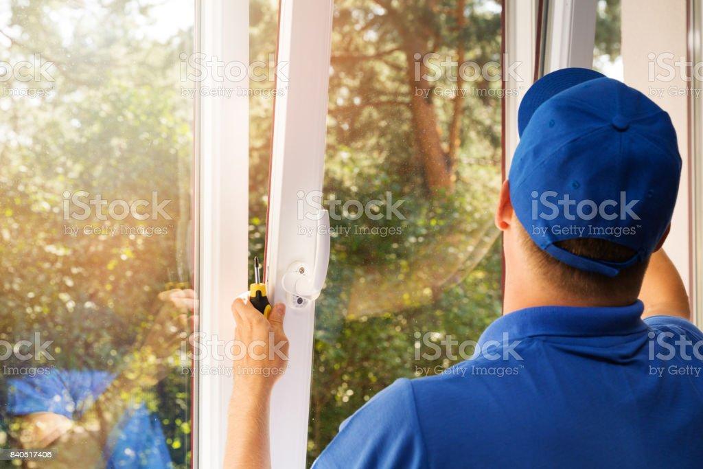 worker installing new plastic pvc window - Zbiór zdjęć royalty-free (Biały)