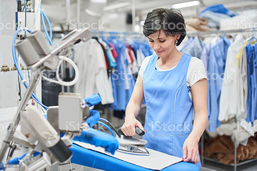 Worker Laundry ironed clothes iron dry – Foto