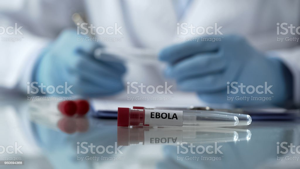 Worker of center for disease control describing effects of ebola virus mutation - foto stock