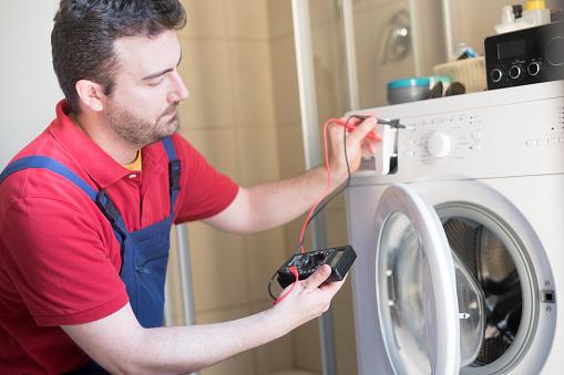 istock Worker repairing the washing machine in the bathroom 815001200