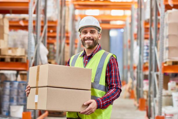 werknemer scheepvaart magazijn - warehouse worker stockfoto's en -beelden