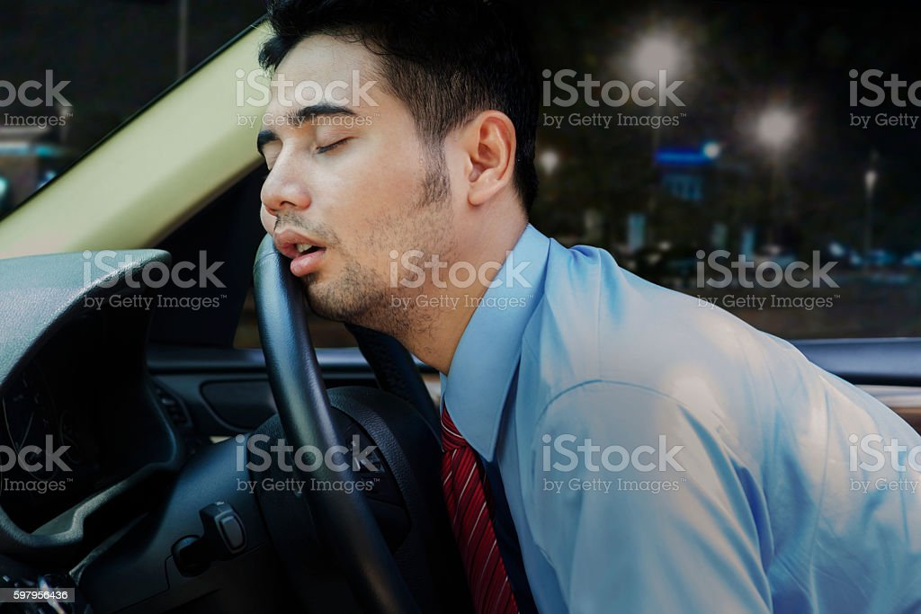Worker sleeping inside a car - foto de stock