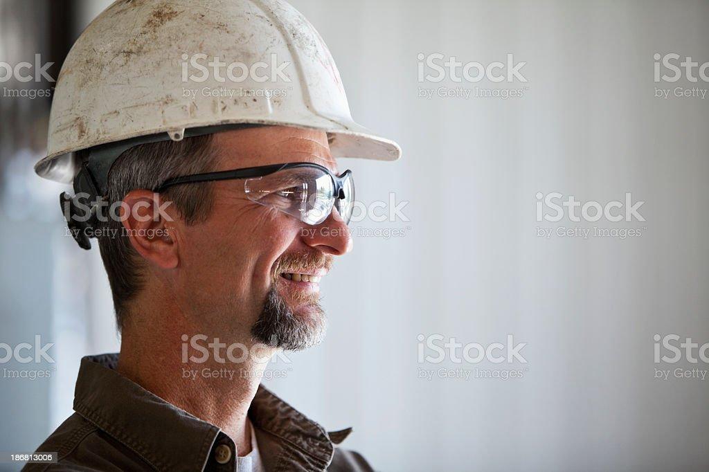 Arbeiter mit Schutzhelm – Foto