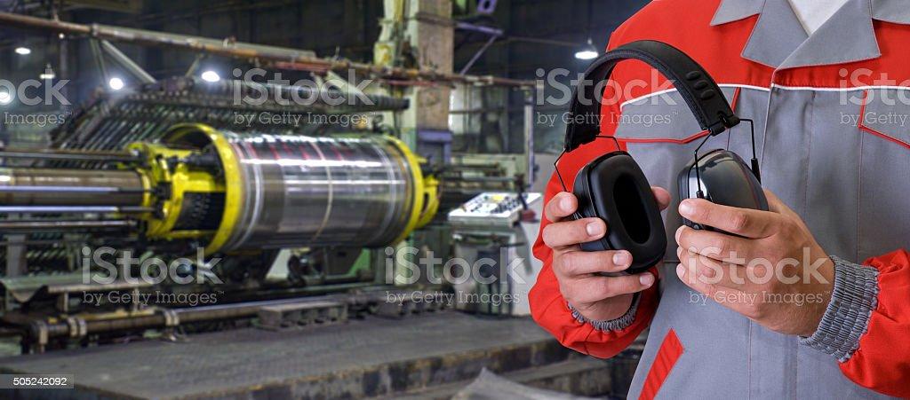 Arbeiter mit schützenden Kopfhörer – Foto